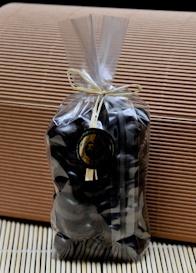 Almond with dark chocolate:confezione in sacchetto da gr 150 di mandorle intere ricoperte di cioccolato fondente lavorato artigianalmente a Perugia.  $6.40