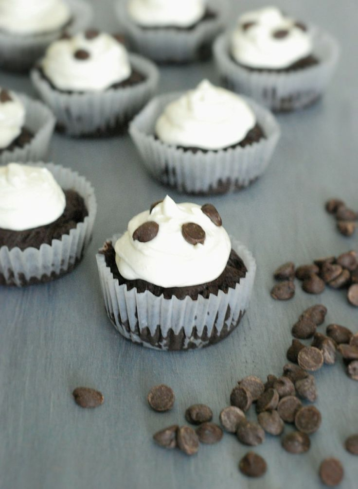 Low Carb Chocolate Cupcakes - These flourless cupcakes are insanely rich and brownie like. - 2.67g net carbs