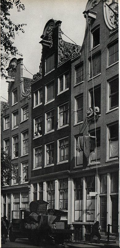 1937. Moving at the Noordermarkt in the Jordaan section of Amsterdam. Photo SERC. #amsterdam #1940 #Noordermarkt
