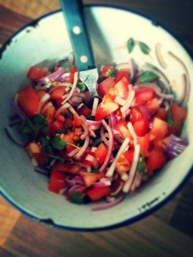 Tomatensalade met rode ui en oregano by kokkie anoukie
