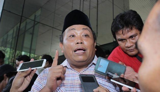 Berita Islam ! Gerindra: Wajar PDIP Disebut PKI karena Sering Nipu Rakyat!... Bantu Share ! http://ift.tt/2vnowTJ Gerindra: Wajar PDIP Disebut PKI karena Sering Nipu Rakyat!  Wakil Ketua Umum Partai Gerindra Arief Poyuono menanggapi pernyataan Sekjen PDIP Hasto Kristiyanto soal Prabowo Subianto. Hastoi menyebut pernyataan Prabowo soal ambang batas presidential threshold (PT) lantaran Ketua Umum Partai Gerindra itu berambisi kembali maju pada Pilpres 2019. Prabowo menyatakan sebelumnya bahwa…