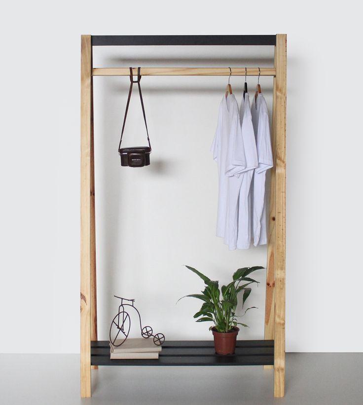 A Arara Duo é o produto perfeito para deixar seu quarto mais descolado, suas roupas irão ficar penduradas e na base inferior podera organizar sapatos e outros objetos.  Seu design moderno apresenta dois acabamentos, uma metade é produzida em MDF e pintura fosca e a outra é de madeira de reflorestamento Pinus.