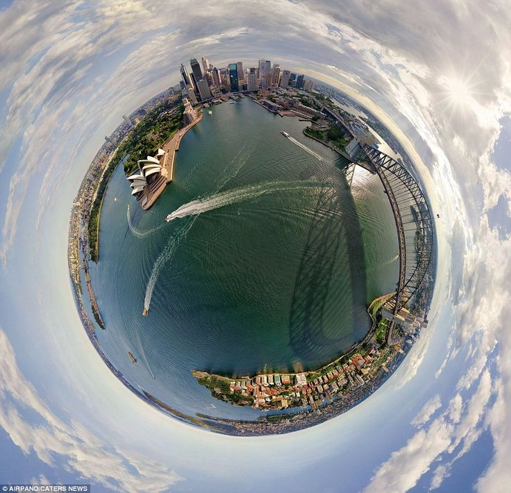 The stunning harbour in Sydney, Australia and the world-famous Sydney Opera House look like they're at the centre of the world