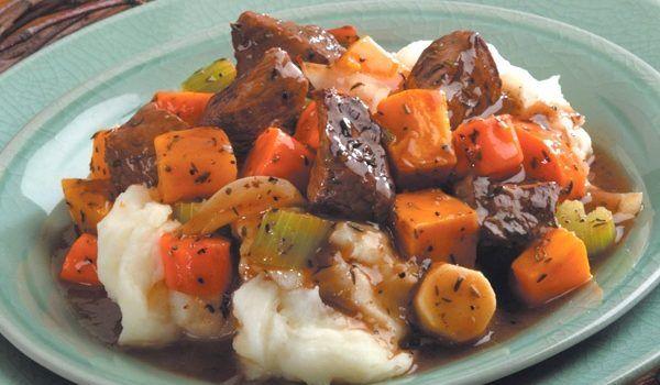 Μοσχαράκι με λαχανικά στη γάστρα