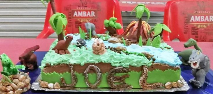 tarta de dinosaurios, fondant, nata y chocolate. narodeninova torta dinosaury