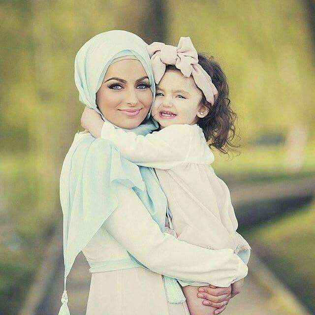 This is so beautiful. I love this scarf and the little bow for the little girl!
