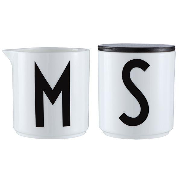 Arne Jacobsen maitokaadin ja ilmiselvä suola- tai sokerikuppi.