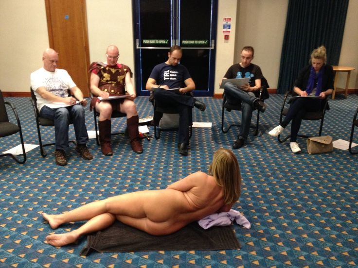 If you want a completely different & a little bit cheeky stag do, look no further as this Life Drawing & Beer Babes Bar Crawl bundle will be perfect for you! #stagdo #lifedrawing #beerbabes