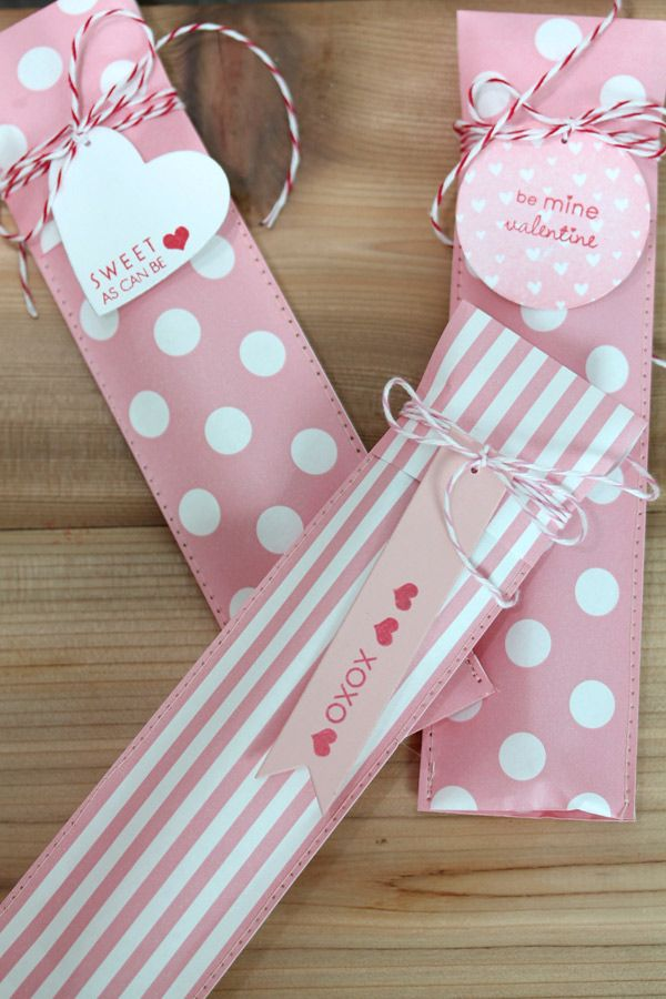 The TomKat Studio: Adorable Paper Ribbon Pouches :: Valentine's Day Ideas