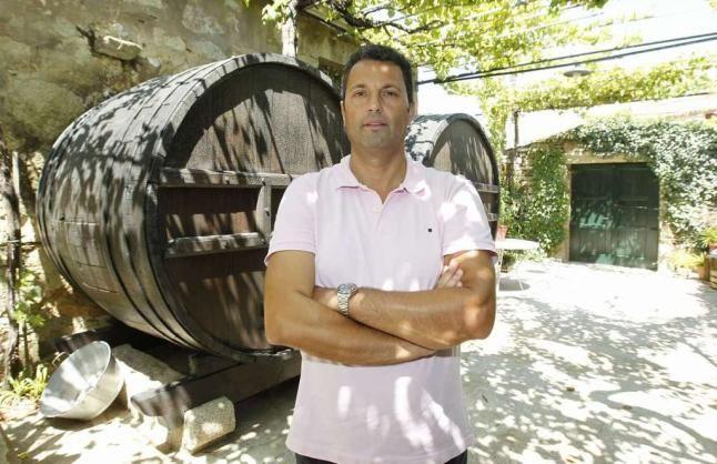 Entrevista a J. Manuel Martínez Juste, enólogo de la Quinta Couselo  http://bluscus.es/blog/entrevista-a-j-manuel-martinez-juste-enologo-de-la-quinta-couselo/