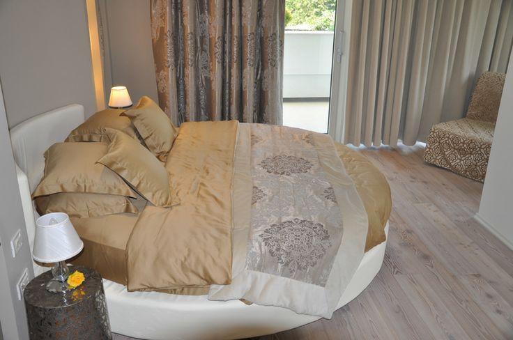 Oltre 25 fantastiche idee su camera da letto alla moda su for Letti tondi
