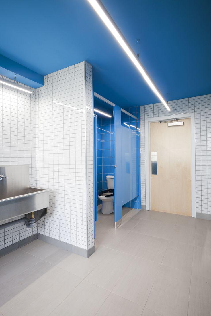 Académie Sainte-Anne Academy - école primaire / elementary school - toilette / washroom - par / by Taktik design