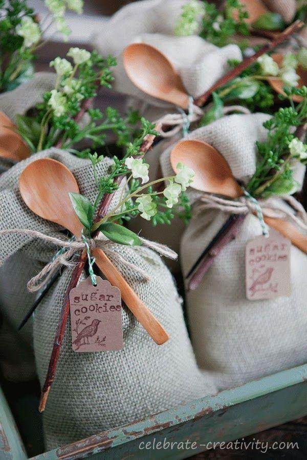 Descubre estas ideas en regalos para invitados que podrás hacer tu misma y seguro les encantarán.