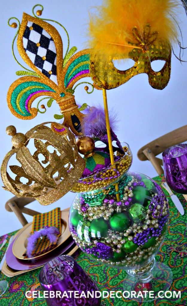 A FUN AND EASY MARDI GRAS PARTY CENTERPIECE