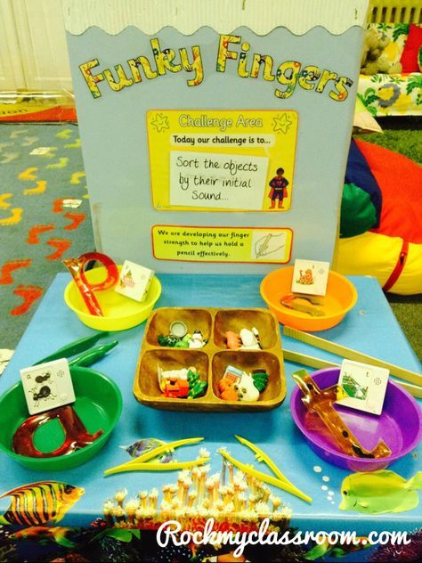 Funky fingers and initial sound sorting. More phonics ideas in my blog post http://rockmyclassroom.com/2014/11/15/a-typical-phonics-lesson/
