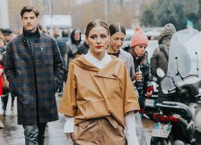 Abrigos con logos icónicos, gabardinas clásicas con un 'twist' y botines de charol. Así se puede vestir en un día lluvioso en Milán