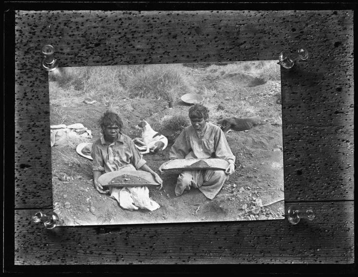 042186PD: Yandying for tin, Moolyella, ca 1920 http://encore.slwa.wa.gov.au/iii/encore/record/C__Rb4577514?lang=eng
