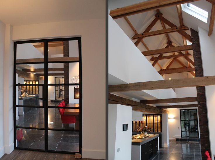 Verbouwing van oude boerderij tot sfeervolle woonboerderij, stalen binnendeuren en houten spanten in het zicht | ID-Architectuur