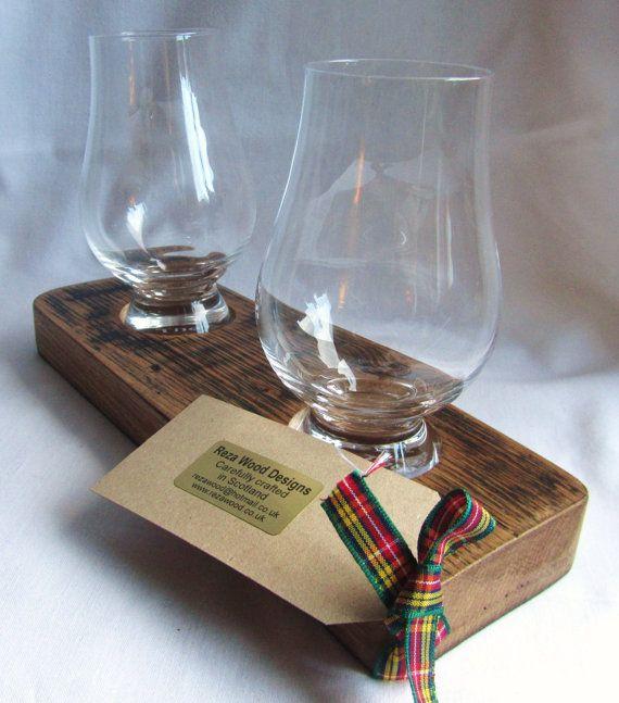 Whisky barrel glass holder with two Glencairn glasses