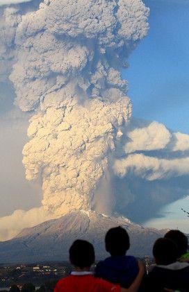 Impactantes imágenes de la erupción del volcán Calbuco en Chile