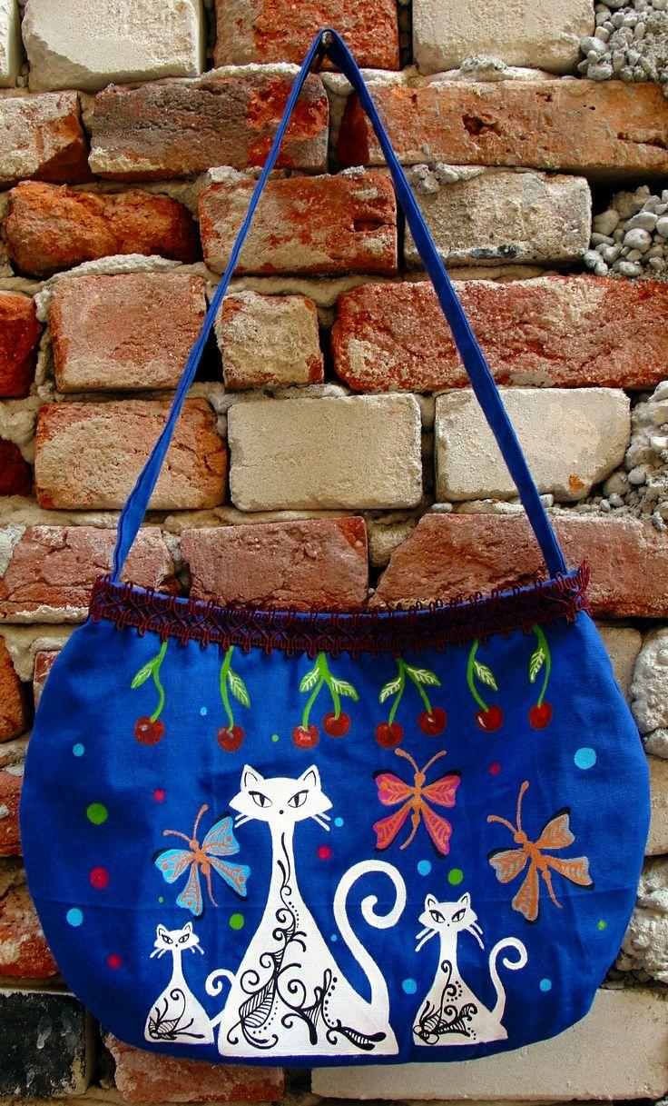 Genti realizate si pictate manual. Mai multe genti handmade gasiti aici: http://www.myneverland.ro/lucrari/view/accesorii-textile