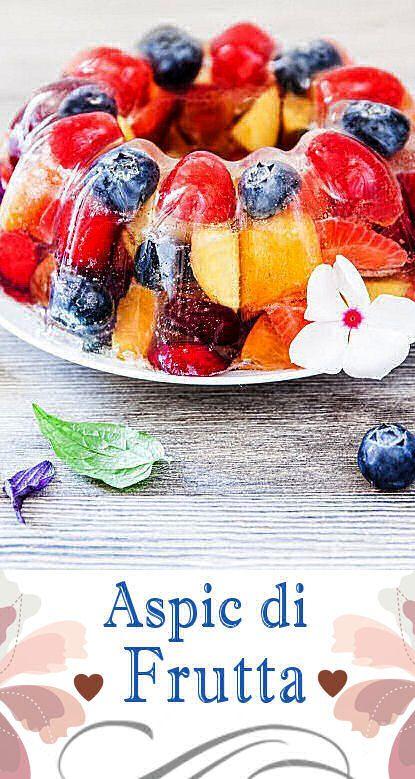 Tanta frutta fresca di stagione, fogli di gelatina e una parte alcolica a base di prosecco e liquore al sambuco: ecco gli ingredienti per realizzare con facilità un colorato, fresco e allegro aspic di frutta!