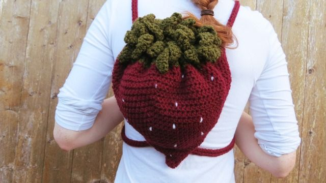FREE CROCHET PATTERN for a Strawberry Backpack by Hey Carrie!  So easy!