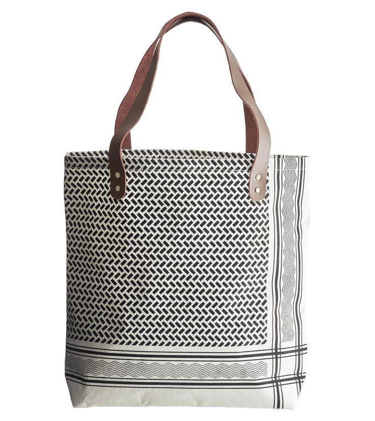 Tasche Partisan / 45 x 40 cm, 45 x 40 cm / schwarz & weiß von House Doctor finden Sie bei Made In Design, Ihrem Online Shop für Designermöbel, Leuchten und Dekoration.