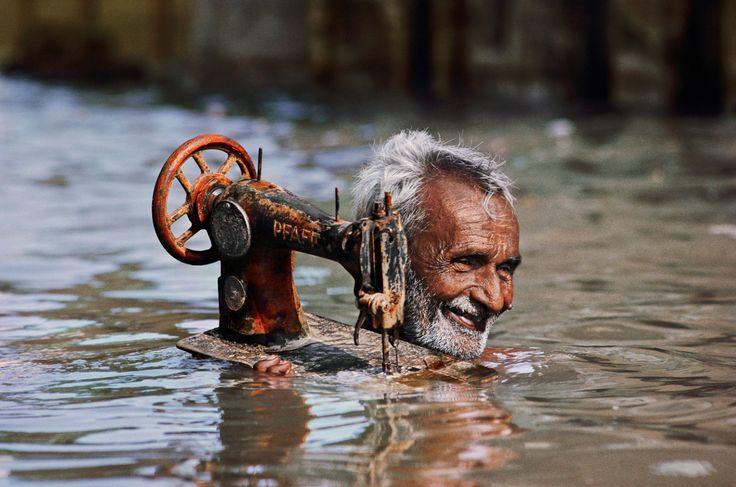 Стив Мак-Карри (Steve McCurry)За каждой фотографией – драматичная, самобытная судьба человека и фантастический мир вокруг. Иррациональность, страсти, опыт внутренней жизни раскрываются на фоне суровых реалий и привычных житейских ситуаций