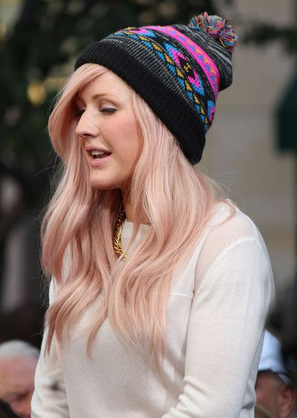Ellie Goulding - Celebrities Stop By 'Extra'