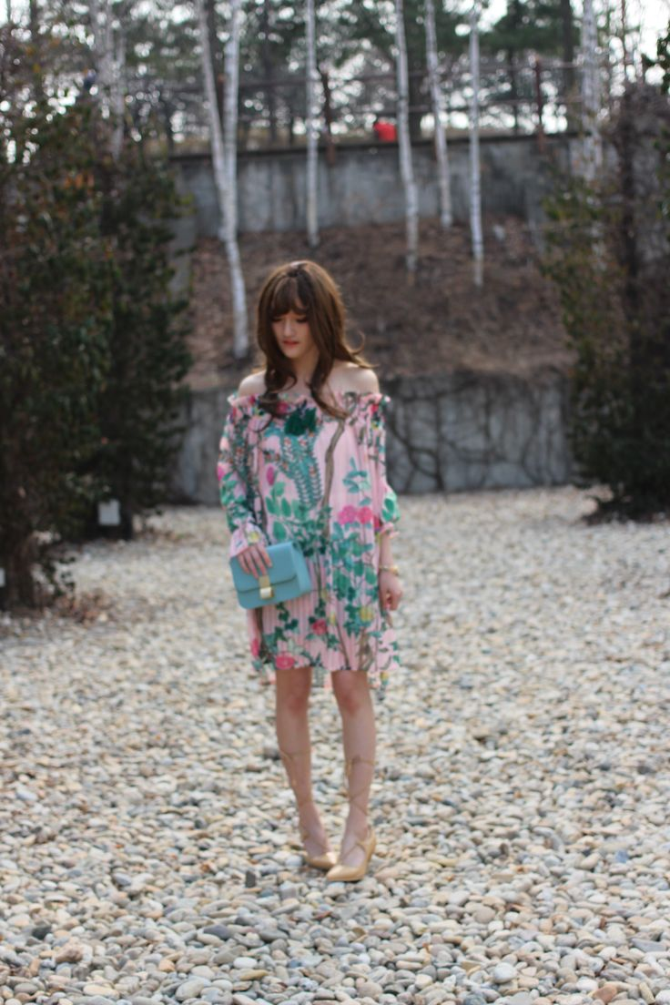 #ops #flower #unique #look #me #gold #cluch #vintege