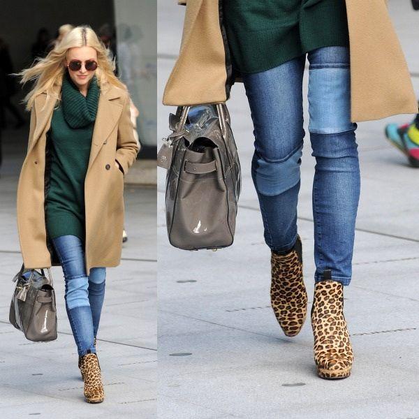 бежевое пальто, джинсы со вставками, зеленый свитер, леопардовые ботильоны