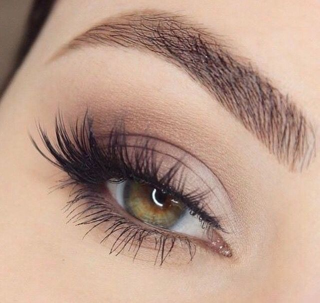 Smokey brown eyes, fluttery whisky eyelashes, minimal/thin liner, smoked out bottom lash