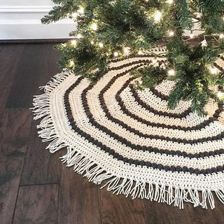 This boho tree skirt will add warmth and tons of handmade charm to your holiday decor. It is an easy pattern crocheted flat with a sequence of increasing double crochet rows and a stripe of puffs in between.