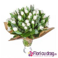 Lalele albe pentru 8 Martie - http://www.floricudrag.ro/53-flori-de-1-8-martie