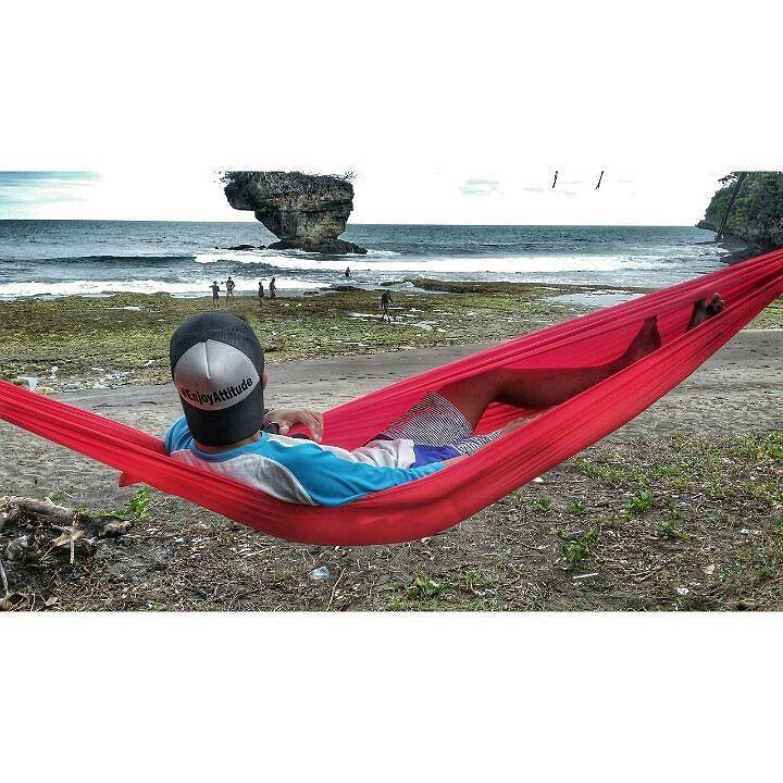 Bahagiaku cukup sederhana tak terhingga sekali harta dan tahta  terimakasih  sang pencipta terimakasih semesta  #EnjoyAttitude #hammock  #hammocklife #beach #madasari #pangandaran #senja by @gilanggumilarramadhan