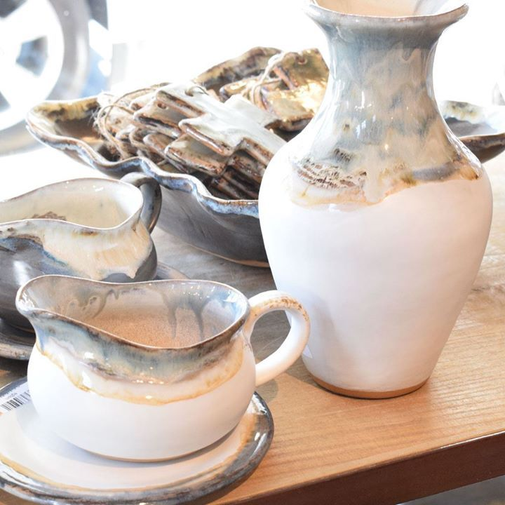 The Etta B Pottery Magnolia Glaze Is Gorgeous Order Online Or Stop By Our Retail Fulfillment Center To Purchase In 2020 Pottery The Potter S Hand Mississippi