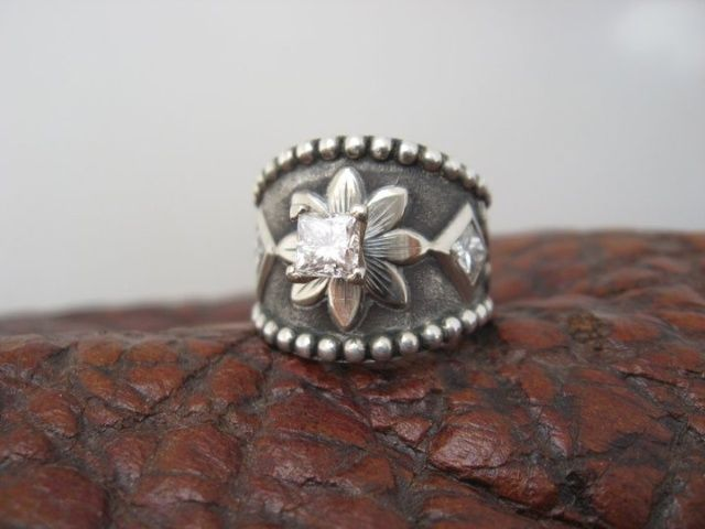 Travis Stringer Western Wedding Ring... This Is Different But So Beautiful