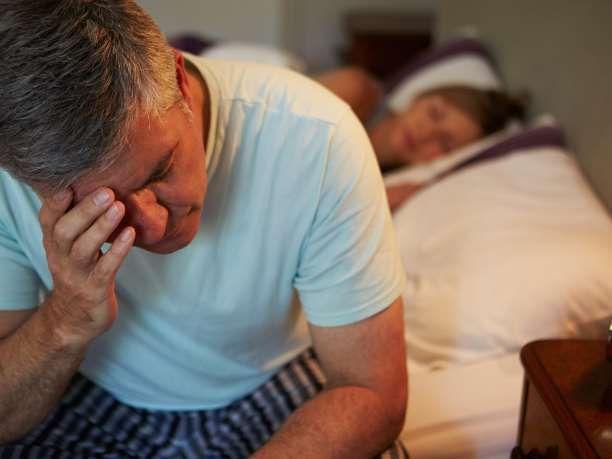 Ο διακεκομμένος ύπνος βλάπτει τη διάθεση περισσότερο από τη μείωση του συνολικού ύπνου