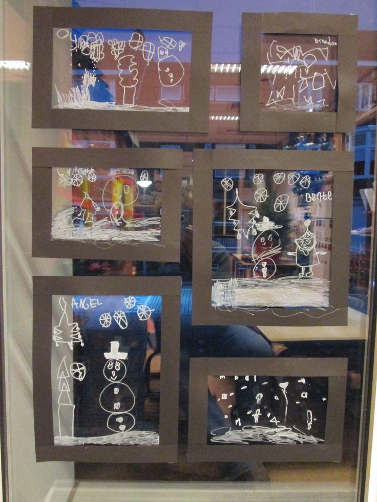 Van zwarte stroken lijstjes gemaakt op de ramen en de kinderen met krijtstift een tekening laten maken. Nutsschool Maastricht