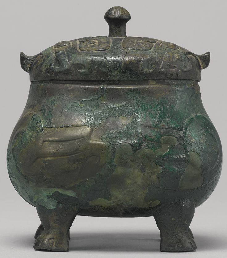 Ancient Chinese Shang Dynasty Bronze Wine Vessel Zhi, 1150