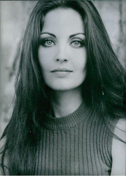 Όλγα Καρλάτου (1947-   )