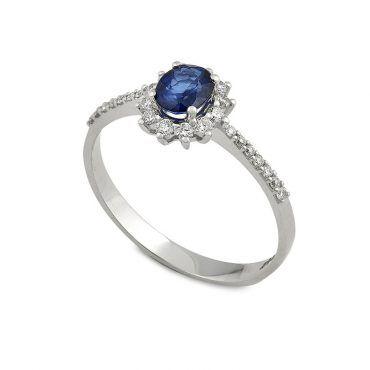 Ροζέτα δαχτυλίδι Κ18 από λευκόχρυσο με μπλε ζαφείρι σε οβάλ κοπή και διαμάντια μπριγιάν περιμετρικά | Δαχτυλίδια ΤΣΑΛΔΑΡΗΣ στο Χαλάνδρι #δαχτυλιδι #ζαφειρι #μπριγιαν #ορυκτες