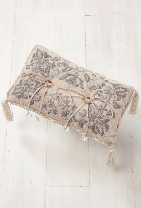 ♡An elegantly embroidered rectangle ring pillow with tasseled corners