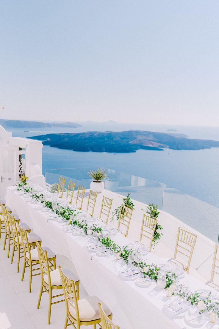Santorini wedding table decor   Photography: Elias Kordelakos