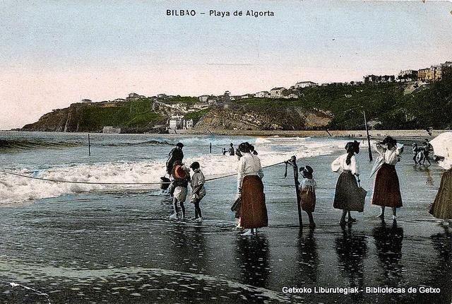 Ereaga hondartza eta Portu Zaharra atzean / Playa de Ereaga y Puerto Viejo al fondo, hacia 1916 (ref. SN00600)
