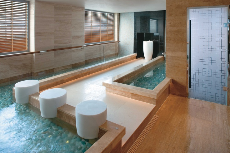 Come to The Mandarin Spa 45 mins prior to your treatment to enjoy a range of heat and water facilities including this Kneipp Pool. Mandarin Oriental Hong Kong