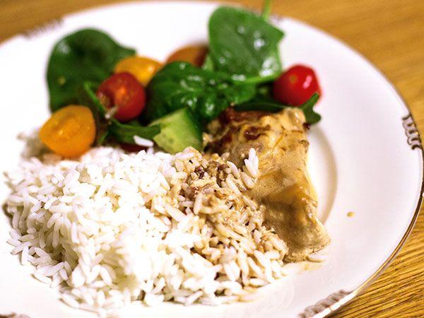 Marcus Oscarssons recept på krämig kycklingfilé i ugn. Serveras med ris och god grönsallad.