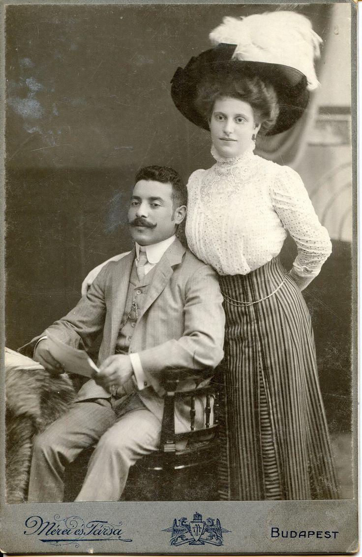 1900 Photographer/Fényképész: Mérei és Társa (and Co.) Budapest VII. Thököly út 28. sz. ezelőtt Csömöri út , Garay Bazá Mérei Gáspár Géza (sz. 1877), felesége: Klein Valéria (sz. 1884).