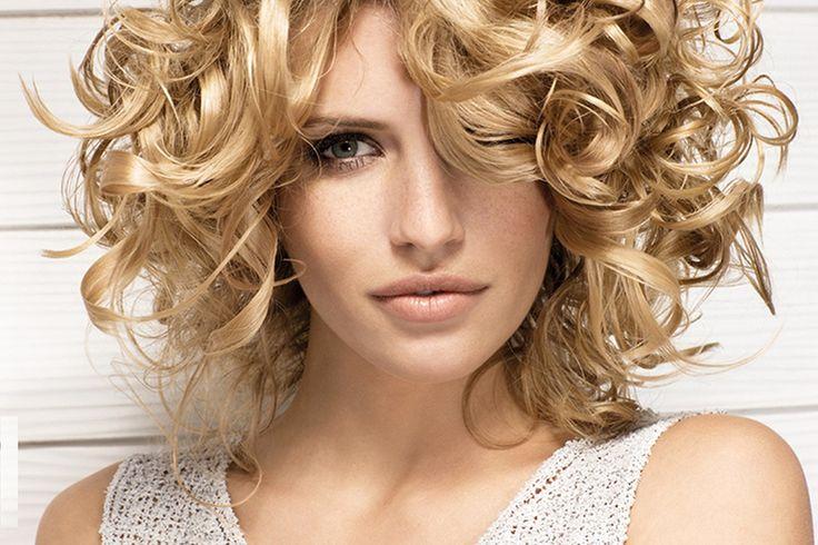 Кудри на короткие волосы Источник: http://lokoni.com/strizhki-pricheski/korotkie/kudri-na-korotkie-volosi.html